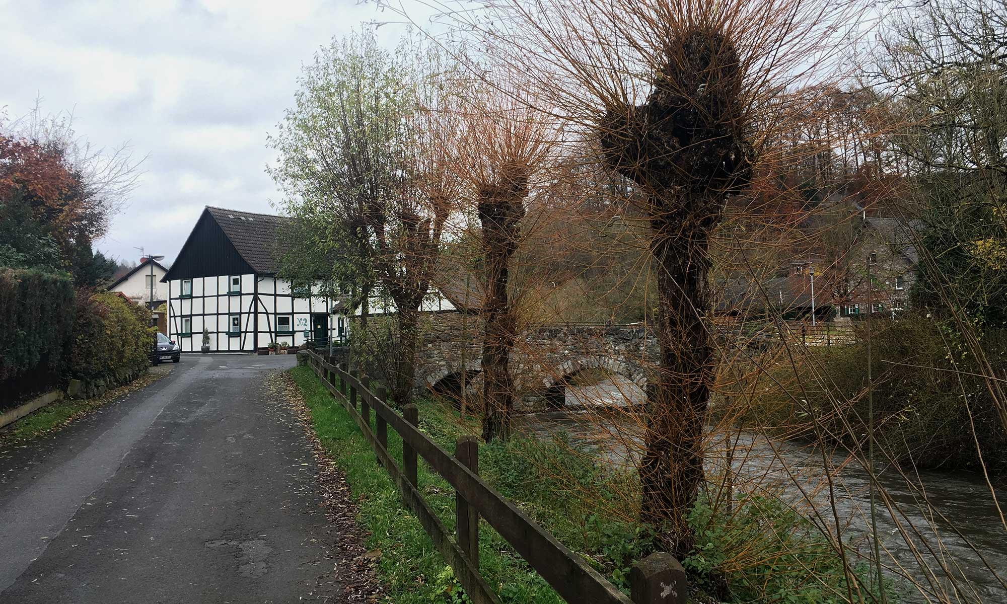 Alte Brücke über die Hönne in Volkringhausen