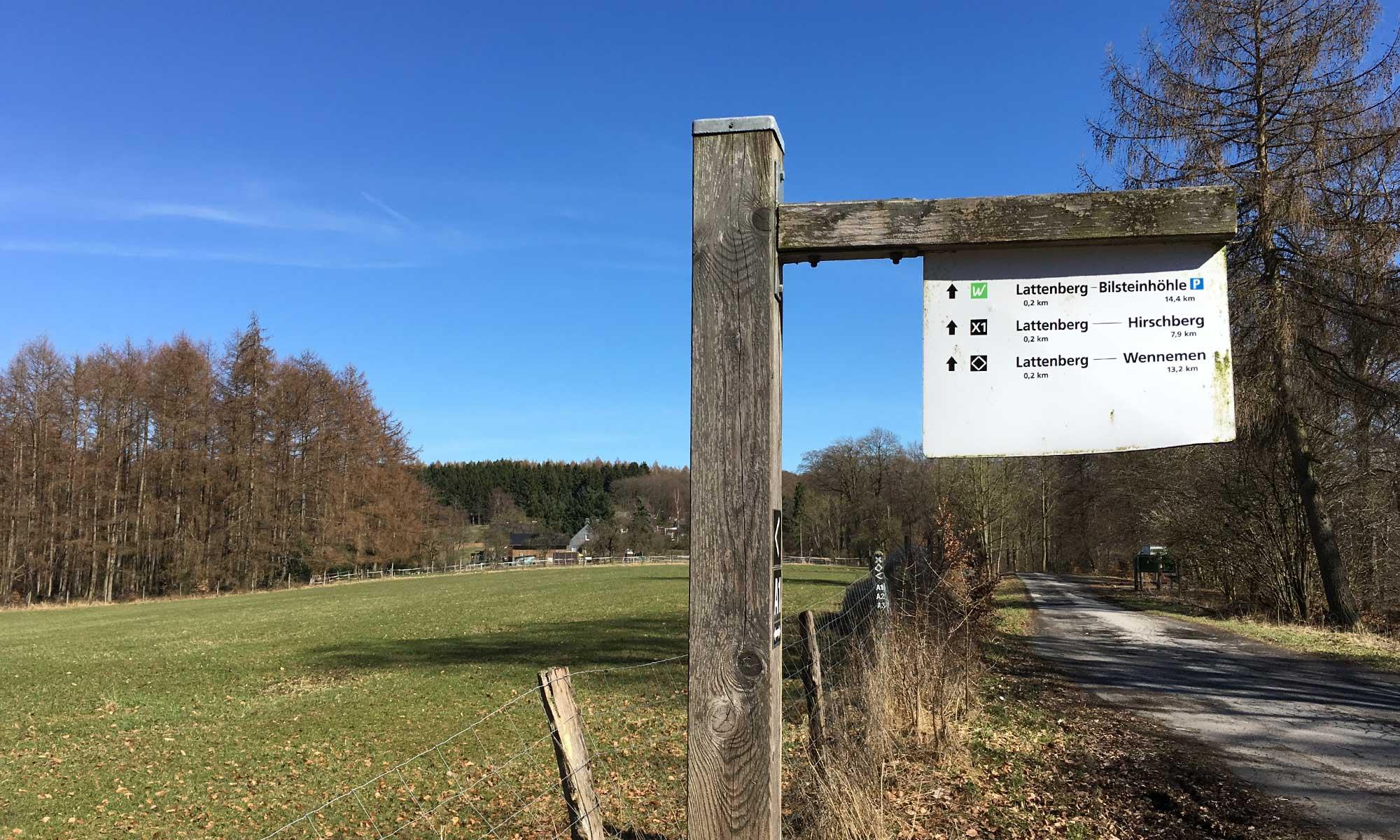 Wanderweg Schild Lattenberg