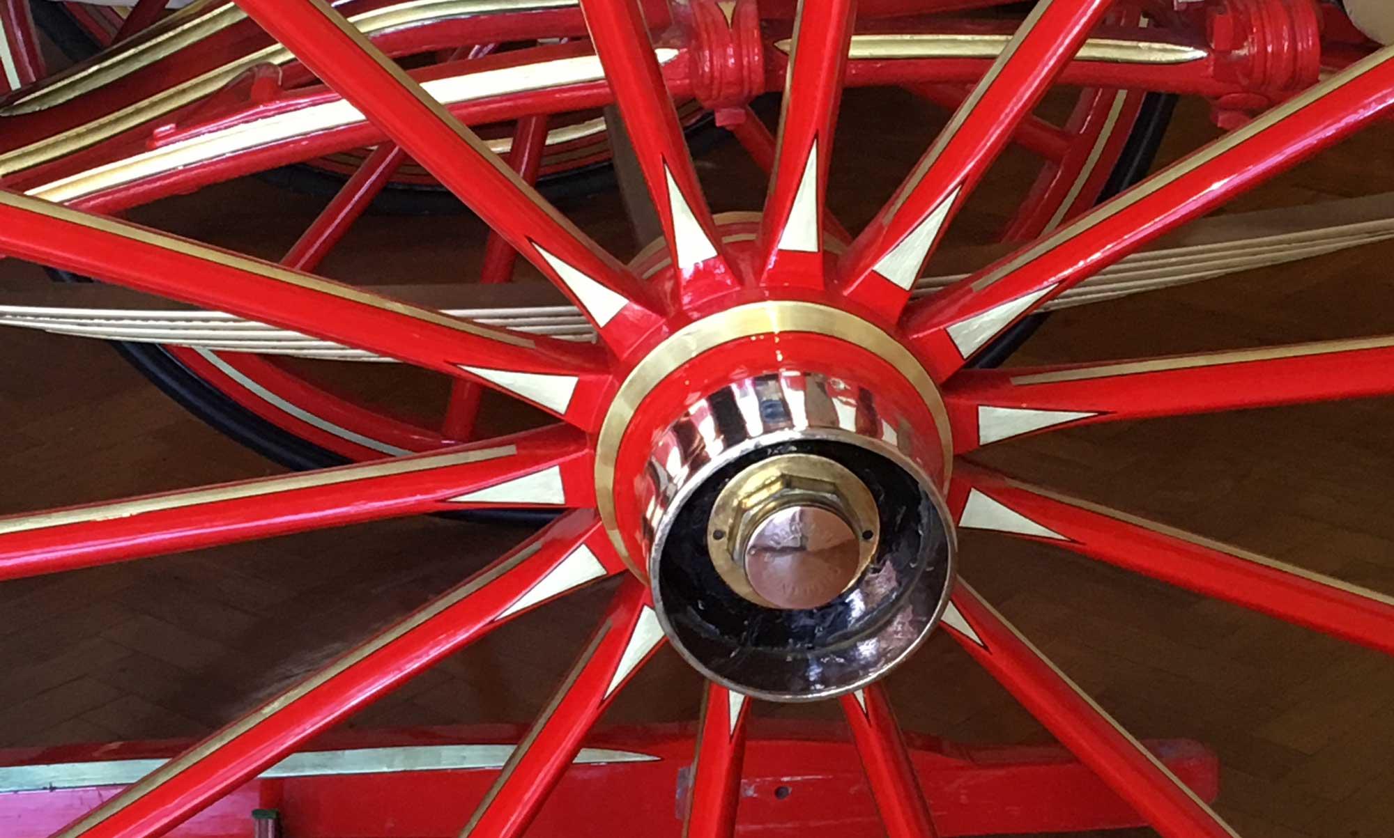 Rotes Wagenrad
