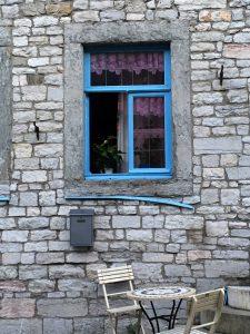 Fenster und Stuhl in Limburg Belgien