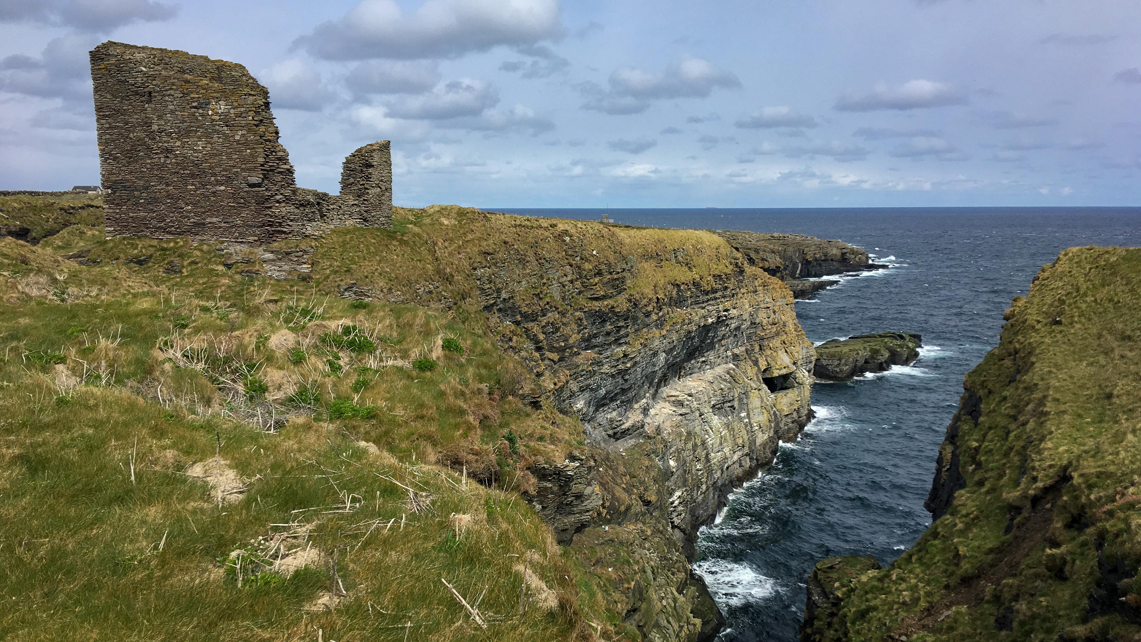 Klippenmit den Ruinen des Castle of Wick