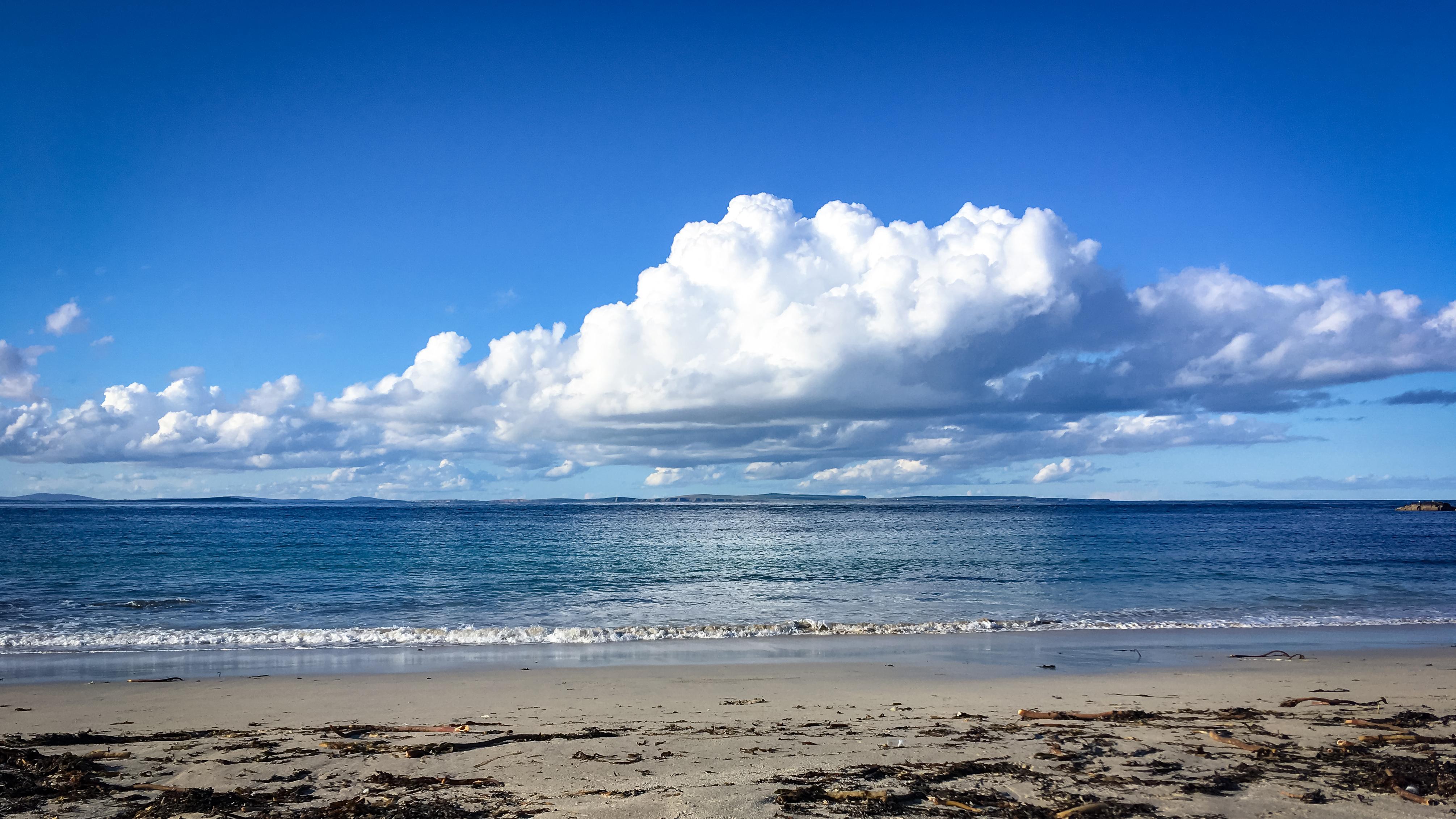Blick auf die Orkney Inseln am Strand von Sannick bei John o'Groats
