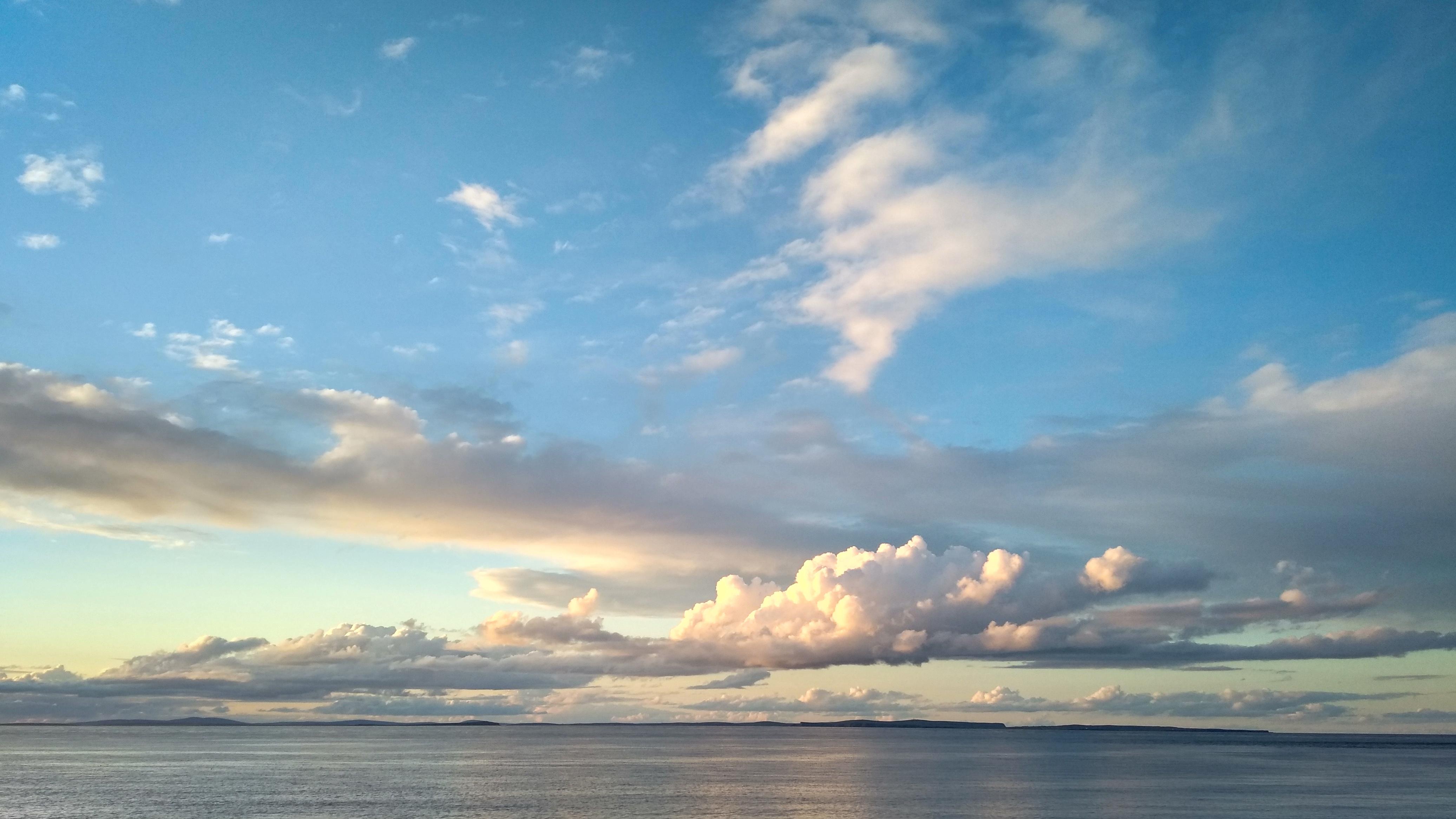 Sonnenuntergang in John o'Groats mit Blick auf die Orkneys