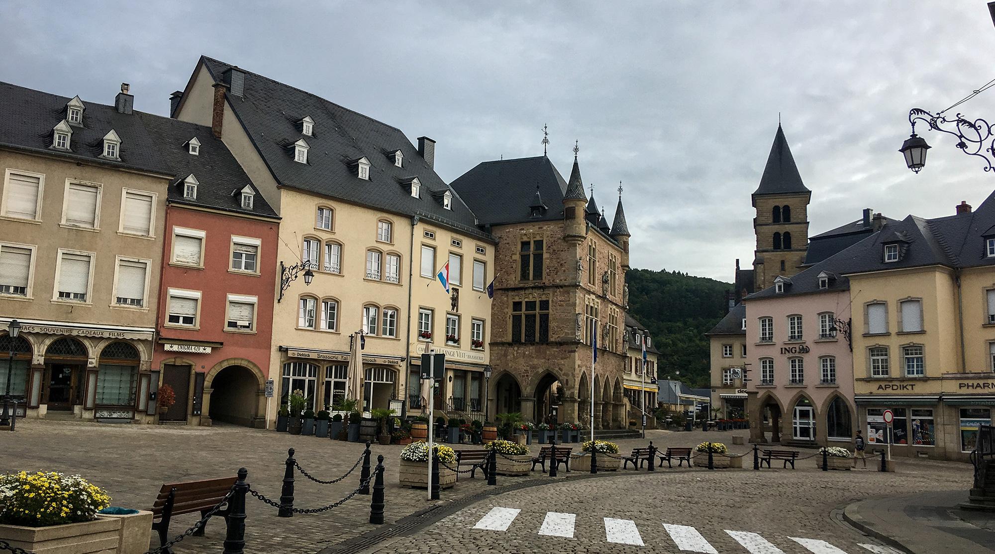 Marktplatz von Echternach mit Basilika
