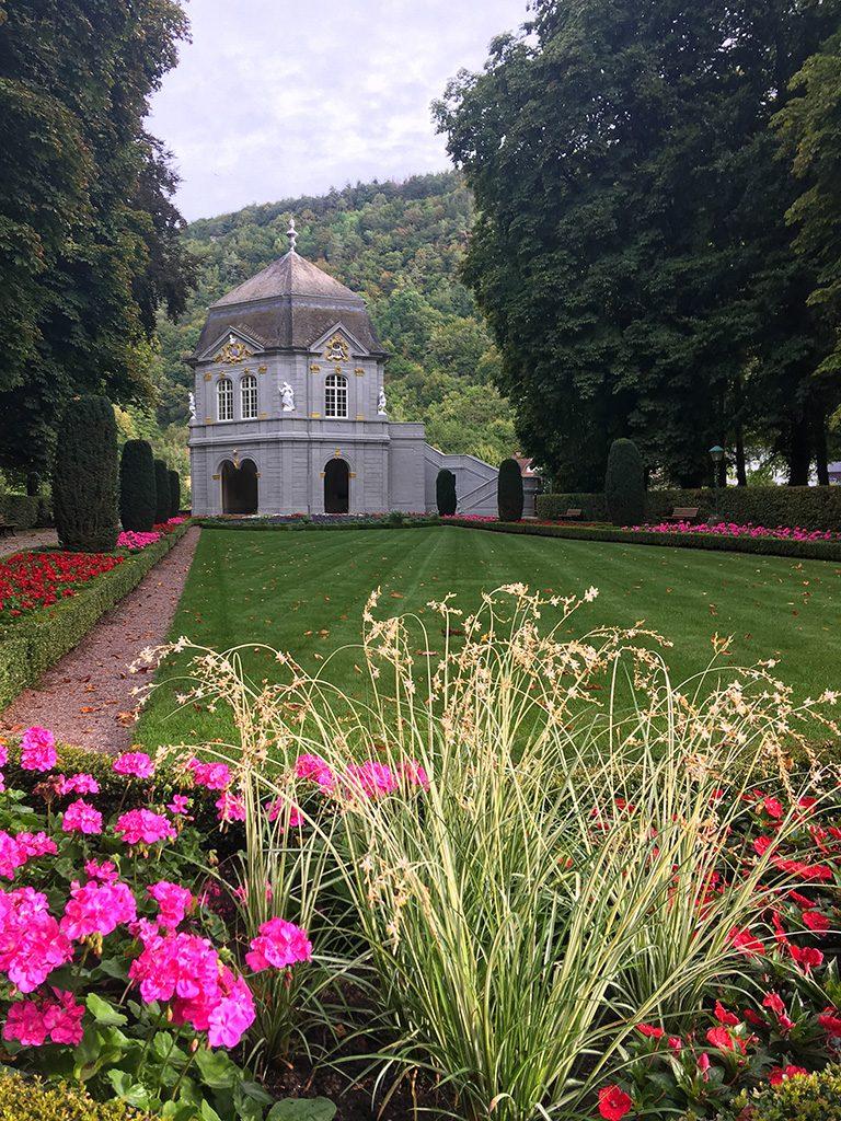 Stadtpark in Echternach mit Garten und Pavillion