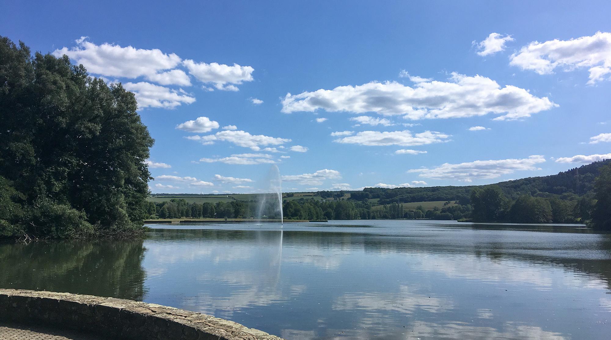 Echternacher See mit Wasserfontäne