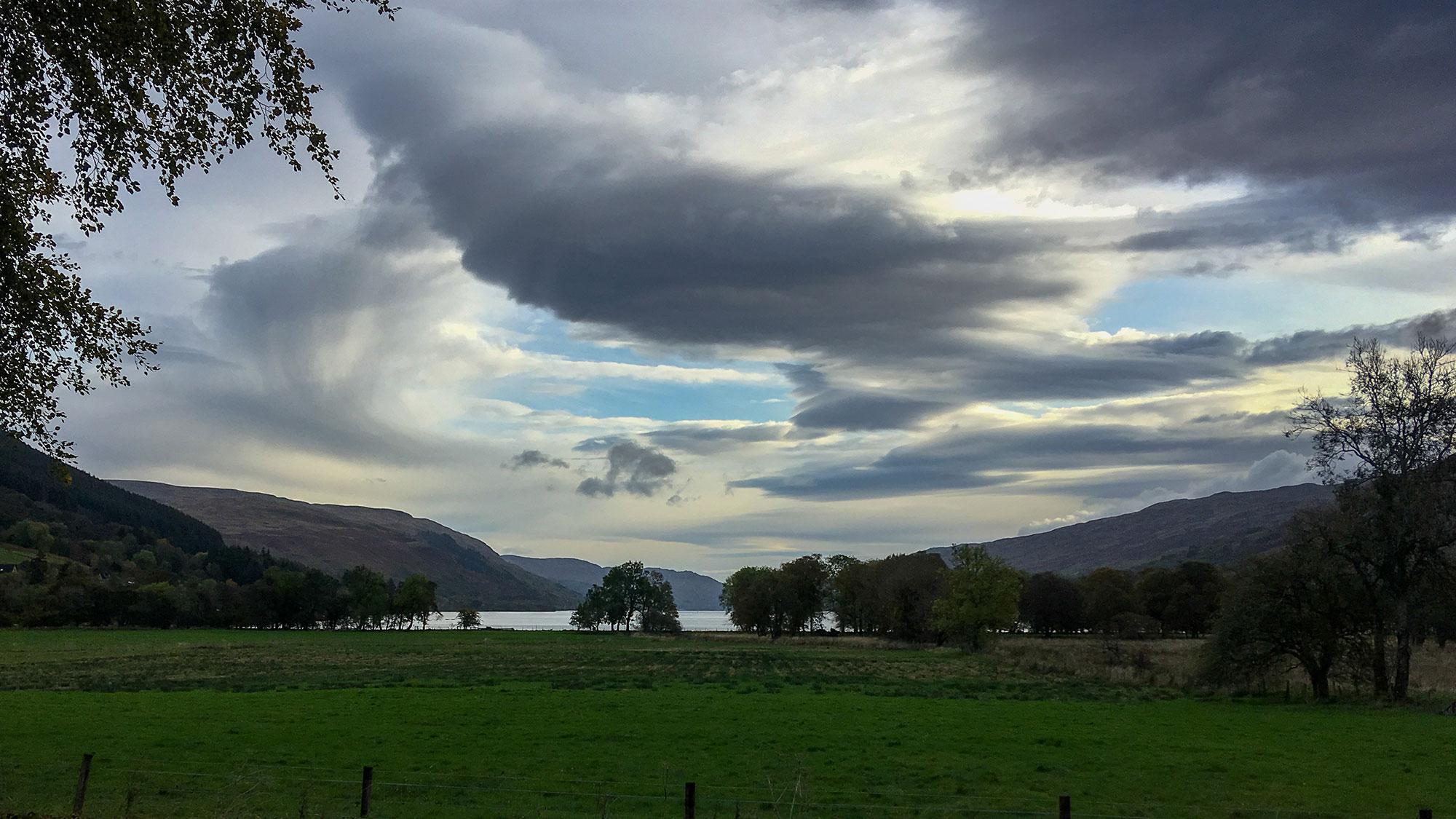 Loch Earn und Wolken