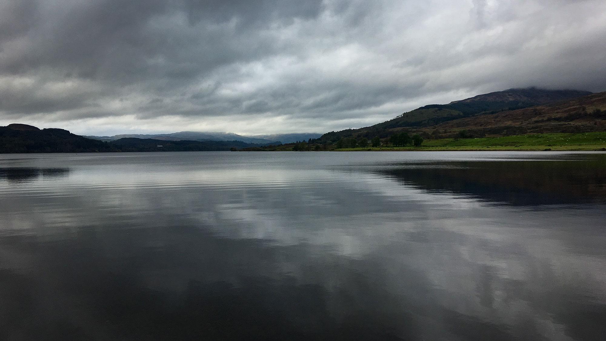 Loch Venachar und Wolken