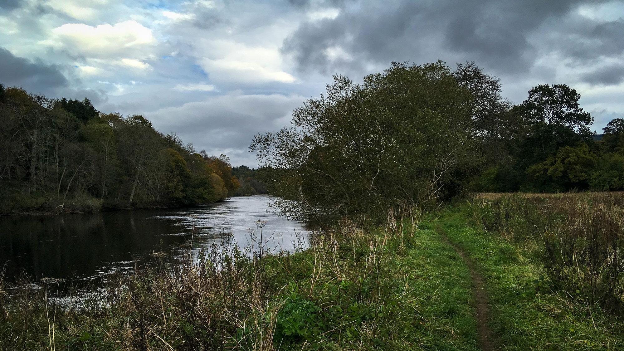 Uferweg am River Tay